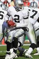 Oakland Raiders quarterback Aaron Brooks in action at Arrowhead Stadium in Kansas City, Missouri on November 19, 2006. The Chiefs won 17-13.