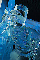 Europe/France/Provence -Alpes-Cote d'Azur/83/Var/Gassin: Gendarme de Saint-Tropez en glace au Bard de Glace de l'Hôtel Kube, rte de St Tropez.