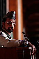 Friday prayer at the Jamia Masjid mosque led by seperatist leader Umar Mirwaiz. Heading the Hyrriyat Conference, a coalition of seperatist parties, the cleric and politician is considered to be a moderate.  Srinagar, Kashmir, India. © Fredrik Naumann/Felix Features