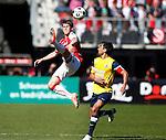 Nederland, Alkmaar, 25 maart 2012.Eredivisie.Seizoen 2011-2012.AZ-RKC Waalwijk.Johann Berg Gudmundsson van AZ en Ard van Peppen van RKC strijden om de bal