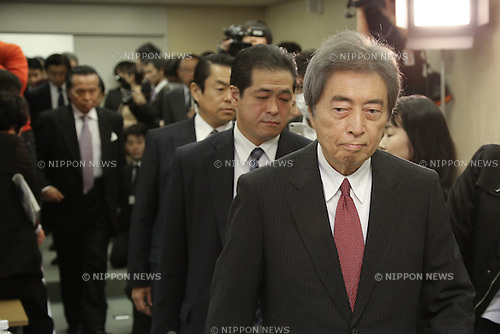 January 22, 2014, Tokyo, Japan - Japan's former Prime Minister Morihito Hosokawa, right, purses his lips upon arriving for a news conference at the Tokyo City Hall on Wednesday, January 22, 2014, announcing his candidacy in the February 9 gubernatoria election one day before official kick-off of  campaigning. Hosokawa, 76, will campaign side by side on the non-nuclear platform with outspoken ex-Premier Junichciro Koizumi, who has championed the immediate elimination of nuclear power plants across the country. Hosokawa is running against a scholar in international politics, a lawyer and a former four-star air force general among other condidates. (Photo by AFLO)