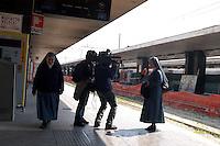 Roma,5 Aprile 2005 .Stazione Termini.L'arrivo dei pellegrini  per i funerali di Papa Giovanni Paolo II.Rome, April 4, 2005.Stazione Termini.The arrival of pilgrims for the funeral of Pope John Paolo II..Stazione Termini.