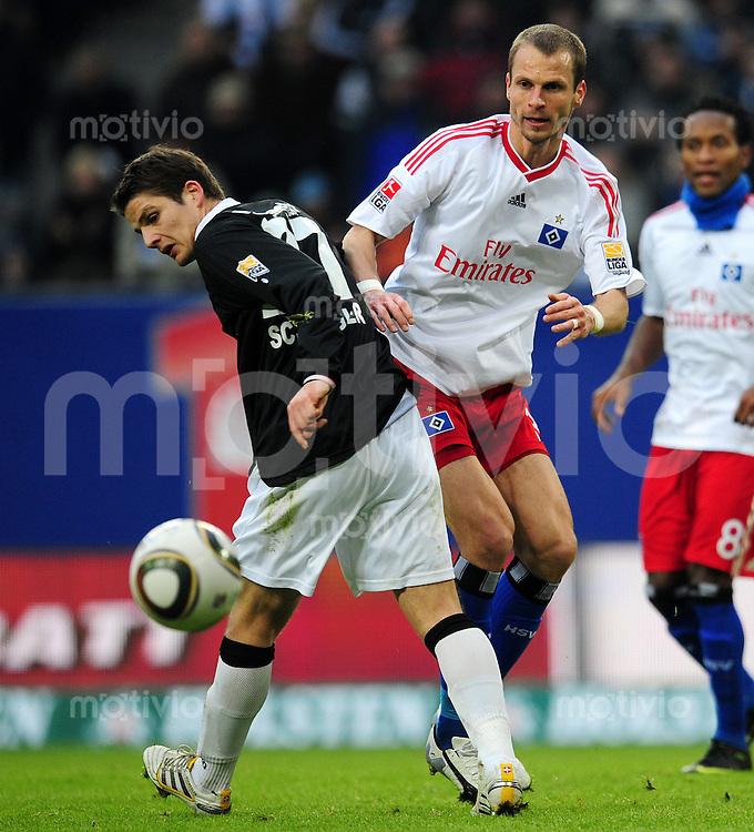 FUSSBALL  1. BUNDESLIGA   SAISON 2009/2010  23. SPIELTAG Hamburger SV - Eintracht Frankfurt                       20.02.2010 Pirmin SCHWEGLER (li, Frankfurt) gegen David ROZEHNAL (re, Hamburg)