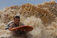 Surfistas da Abraspo - Ass Brasileira de Surf na Pororoca pegam onda na foz do rio Amazonas   durante o lançamento do primeiro torneio  Desafio Marajoara de Surf na Pororoca ano que vem no Marajó. A região das ilhas Cavianas é um dos últimos pedaços de terra no rio Amazonas em seu encontro com o  Atlântico.<br /> Marajó, ilhas Caviana, Pará, Brasil.<br /> 18/06/2011<br /> Foto Paulo Santos
