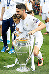 Real Madrid's Isco celebrates with his son the victory in the UEFA Champions League 2015/2016 Final match.May 28,2016. (ALTERPHOTOS/Acero)