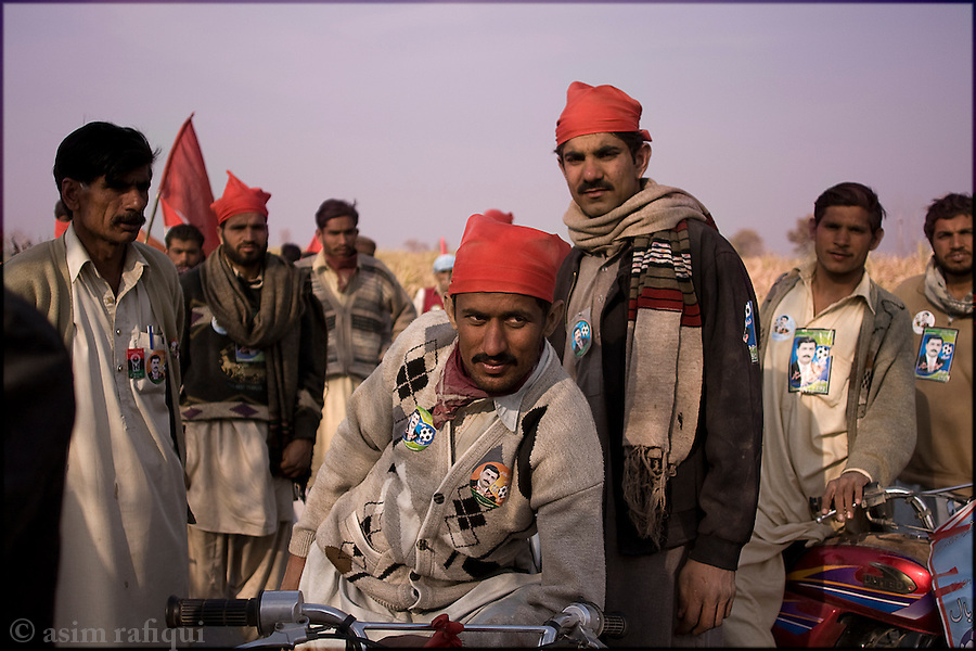 Okara, Punjab, Pakistan. 2008. Supportors of the punjab provincial assembly candidate mehr abdul sattar foot at a rally in support of his candidacy - abdul sattar is the first man from a landless community to contest a seat at the provincial assembly level