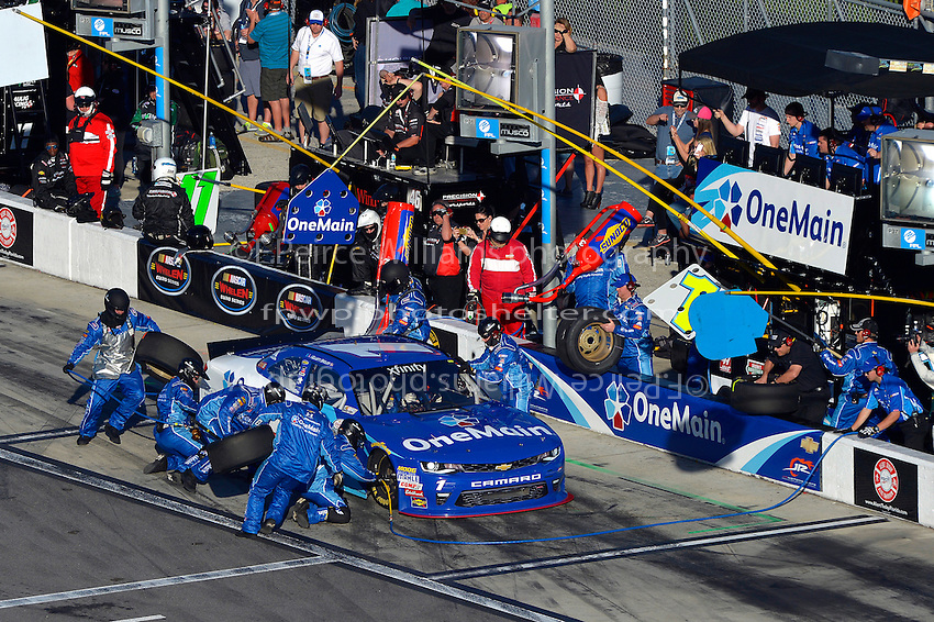19-20 February, 2016, Daytona Beach, Florida USA<br /> Elliott Sadler makes a pit stop.<br /> &copy;2016, F. Peirce Williams