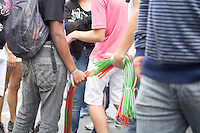 SAO PAULO, SP, 02 JUNHO 2013 - PARADA DO ORGULHO GLBT - Venda de álcool químico durante a 17 Parada do Orgulho LGBT na Avenida Paulista, na tarde deste domingo, 02. (FOTO: MARCELO BRAMMER / BRAZIL PHOTO PRESS).