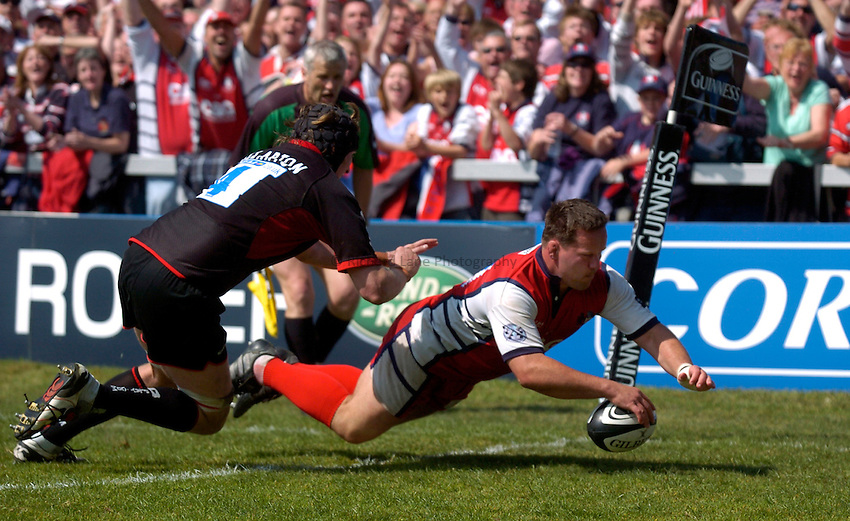 Photo: Richard Lane..Gloucester Rugby v Saracens. Guinness Premiership Play-Off. 05/05/2007. .Gloucester's Christian Califano dives in for a try.