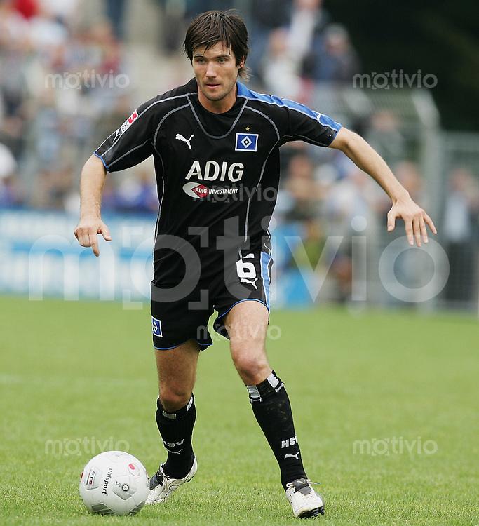 Fussball DFB Pokal 2005/2006 1. Runde SV Stuttgarter Kickers 1-5 Hamburger SV Raphael Wicky (HSV) am Ball