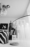 1969. New York City, USA. French artist Arman in his New York home, at the Hotel Chelsea. Image by © JP Laffont