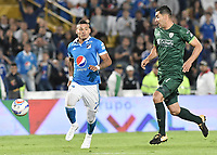 BOGOTA - COLOMBIA, 29-11-2017: Ayron del Valle (Izq) jugador de Millonarios disputa el balón con Francisco Nejera (Der) jugador de La Equidad durante partido por los cuartos de final vuelta de la Liga Aguila II 2017 jugado en el estadio Nemesio Camacho El Campin de la ciudad de Bogota. / Ayron del Valle (L) player of Millonarios fights for the ball with Francisco Nejera (R) player of La Equidad during second leg match for the quarterfinals of the Liga Aguila II 2017 played at the Nemesio Camacho El Campin Stadium in Bogota city. Photo: VizzorImage / Gabriel Aponte / Staff.
