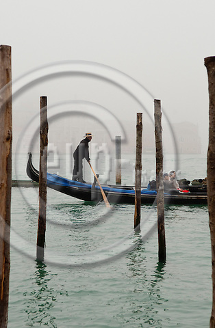 San Marco-Venice-Italy - January 09, 2011 -- Tourists in a gondola with a gondoliere -- tourism, people, water, transport, infrastructure -- Photo: Horst Wagner / eup-images