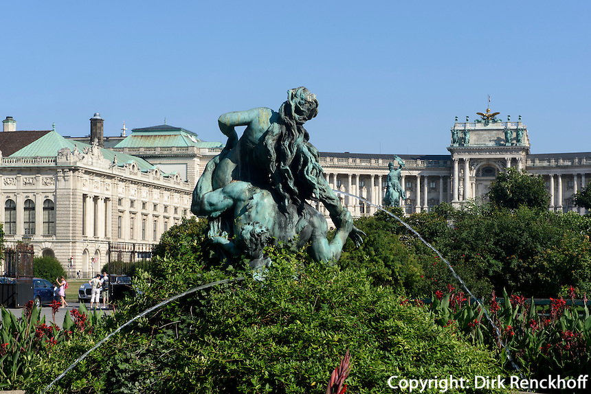 Brunnen im Volksgarten und Hofburg, Wien, &Ouml;sterreich, UNESCO-Weltkulturerbe<br /> Fountain in the Volksgarten and Hofburg, Vienna, Austria, world heritage