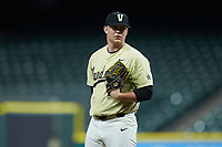 Vanderbilt Commodores relief pitcher Tyler Brown (21) looks to his catcher for the sign against the Houston Cougars during game nine of the 2018 Shriners Hospitals for Children College Classic at Minute Maid Park on March 3, 2018 in Houston, Texas. The Commodores defeated the Cougars 9-4. (Brian Westerholt/Four Seam Images)