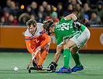 AMSTELVEEN - Seve van Ass (Ned) met Lee Cole (IRE)  tijdens de hockeyinterland Nederland-Ierland (7-1) , naar aanloop van het WK hockey in India.  COPYRIGHT KOEN SUYK