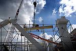 DEN HAAG - In Den Haag is BAM Utiliteitsbouw begonnen met de opbouw van het zng BAM-huis. In het door Pierre Gautier architecture ontworpen complex dat is samenwerking met OVG Projectontwikkeling is ontwikkeld, komen de kantoren van BAM Utiliteitsbouw, BAM Woningbouw en BAM Techniek te zitten. Het complex krijgt een totale vloeroppervlakte van bijna 7000 m2, moet in het voorjaar van 2008 worden opgeleverd en is ondertussen verkocht aan Scottish Widows Investment Partnership COPYRIGHT TON BORSBOOM