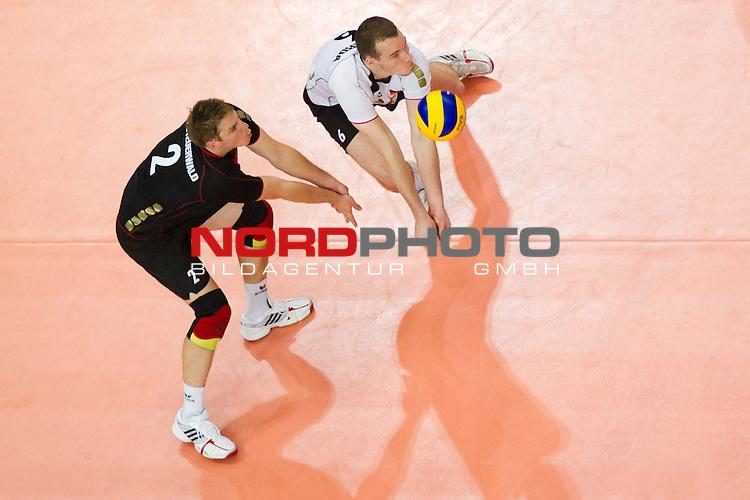 19.06.2011, Bremen Arena, Bremen, GER, FIVB World League, Vorrunde Pool B, Deutschland (GER) vs Bulgarien (BUL), im Bild Markus Steuerwald (#2 GER / Paris FRA), Denis Kaliberda (#6 GER / Haching GER) // during FIVB World League game, Germany vs Bulgaria, at Bremen Arena, Bremen, 2010-06-19, Foto © nph / Kurth *** Local Caption ***