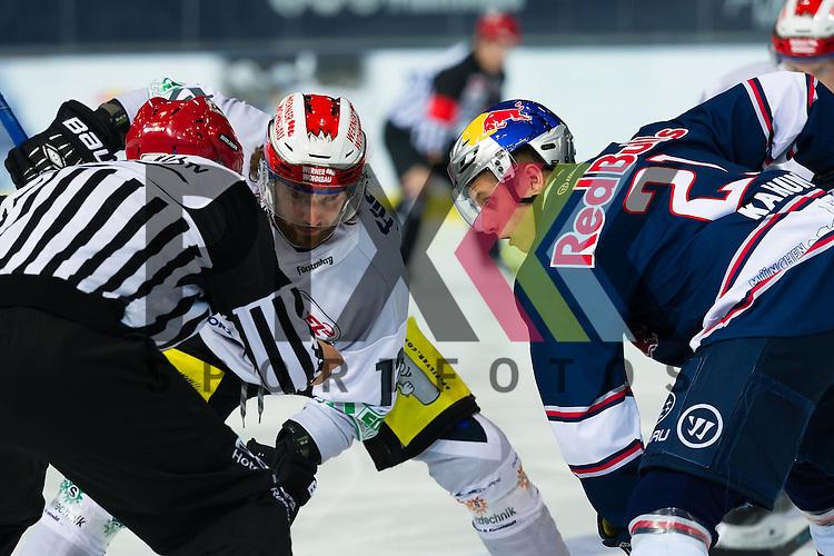 Eishockey, DEL, EHC Red Bull M&uuml;nchen - Schwenninger Wild Wings <br /> <br /> Im Bild Andre&eacute; HULT (Schwenninger Wild Wings, 12), Dominik KAHUN (EHC Red Bull M&uuml;nchen, 21) beim Bully <br /> <br /> Foto &copy; PIX-Sportfotos *** Foto ist honorarpflichtig! *** Auf Anfrage in hoeherer Qualitaet/Aufloesung. Belegexemplar erbeten. Veroeffentlichung ausschliesslich fuer journalistisch-publizistische Zwecke. For editorial use only.