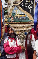 Europe/France/Provence-Alpes-Côte d'Azur/13/Bouches-du-Rhône/Camargue/Les Saintes-Maries-de-la-Mer : Fête des gitans - Procession de Sainte-Sara [Non destiné à un usage publicitaire - Not intended for an advertising use]<br /> PHOTO D'ARCHIVES // ARCHIVAL IMAGES<br /> FRANCE  2000