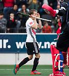 AMSTELVEEN - Tijn Lissone (A'dam)   tijdens  de shoot outs, bij  de  eerste finalewedstrijd van de play-offs om de landtitel in het Wagener Stadion, tussen Amsterdam en Kampong (1-1). Kampong wint de shoot outs.  . COPYRIGHT KOEN SUYK