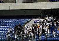 BARUERI, SP,25 FEVEREIRO 2012 - CAMPEONATO PAULISTA -SANTOS X PONTE PRETA - Confusão na torcida da Ponte Preta durante partida Santos xPonte Preta válido pela 10º rodada do Campeonato Paulista no Estádio Arena Barueri, na tarde deste sabado (25). (FOTO: ALE VIANNA -BRAZIL PHOTO PRESS).
