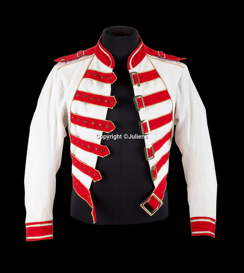 BNPS.co.uk (01202 558833)<br /> Pic: JuliensAuctions/BNPS<br /> <br /> An iconic red and white jacket Freddie Mercury wore when Queen played their legendary last gig has emerged at auction with a princely £56,000 price tag.<br /> <br /> Mercury charged across the stage in this top and a flowing white silk cape when the band blew 120,000 revelers away at Knebworth Park in 1986.<br /> <br /> Tragically just one year later the frontman would be diagnosed with AIDS and the band's original line-up would never perform again.