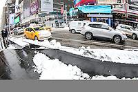 NEW YORK, NY - 09.02.2017 - NEVE-NEW YORK - Primeira tempestade de neve de 2017  é vista na Times Square na cidade de New York nos Estados Unidos nesta quinta-feira, 09. (Foto: William Volcov/Brazil Photo Press/Folhapress)