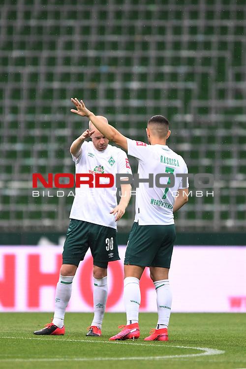 Semer Toprak (Werder Bremen) und Milot Rashica (Werder Bremen).<br /><br />Sport: Fussball: 1. Bundesliga:: nphgm001: : nphgm001:  Saison 19/20: 34. Spieltag: SV Werder Bremen - 1. FC Koeln, 27.06.2020<br /><br />Foto: Marvin Ibo GŸngšr/GES/Pool/via gumzmedia/nordphoto/via gumzmedia/nordphoto