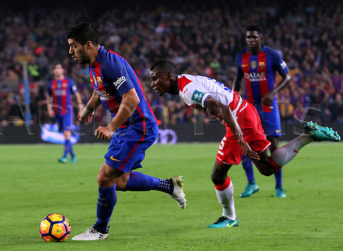 29.10.2016 Barcelona. La Liga football league.  Luis Suarez beats Henry Agbo with the ball during the league game between FC Barcelona against Granada CF at camp nou