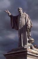 Italien, Umbrien, Piazza San Benedetto in Norcia, Denkmal von Benedikt, , Geburtsort von Benedikt von Nursia, Gründer des Benediktinerordsen