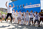 "LAUREUS WORLD SPORTS AWARDS 2013, RIO DE JANEIRO, BRAZIL..VISIT TO LUTA PELA PAZ, ""FIGHT FOR PEACE"" IN THE COMPLEXO DA MARE, A FAVELA DIVIDED BY DRUG GANGS..LAUREUS ACADEMY MEMBER SEAN FITZPATRICK TEACHES SOME OF THE CHILDREN THE HAKA OF THE ALL BLACK RUGBY TEAM..9-3-2013 PIC BY IAN MCILGORM"