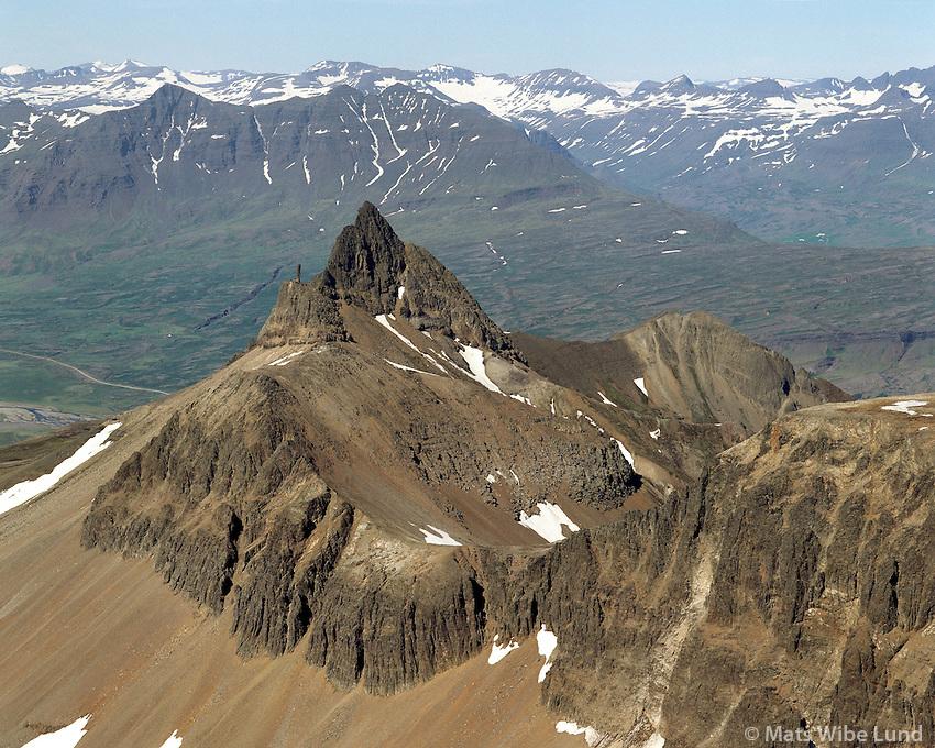 Slöttur, Smátindar, Berufjörður > Breiðdalur. Loftmynd.Slottur, Smatindar mountain between Berufjordur and Breiddalur. Aerial.