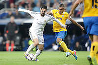 Real Madrid´s Isco (L) and Juventus´s Vidal during Champions League 2013-14 match in Bernabeu stadium, Madrid. October 23, 2013. (ALTERPHOTOS/Victor Blanco)