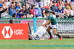 Callum Sirker of England (L) fights with Selvyn Davids of South Africa (R) during the HSBC Hong Kong Sevens 2018 match between South Africa and England on April 7, 2018 in Hong Kong, Hong Kong. Photo by Marcio Rodrigo Machado / Power Sport Images