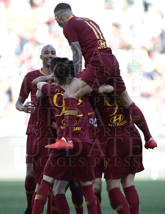 Football, Serie A: AS Roma - Cagliari, Olympic stadium, Rome, April 27, 2019. <br /> Roma's Javier Pastore celebrates after scoring with his teammates during the Italian Serie A football match between AS Roma and Cagliari, on April 27, 2019. <br /> UPDATE IMAGES PRESS/Isabella Bonotto