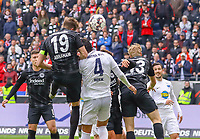 Kopfballchance David Abraham (Eintracht Frankfurt) - 27.04.2019: Eintracht Frankfurt vs. Hertha BSC Berlin, 31. Spieltag Bundesliga, Commerzbank Arena DISCLAIMER: DFL regulations prohibit any use of photographs as image sequences and/or quasi-video.