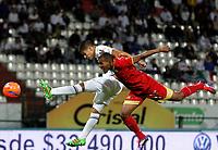 MANIZALES - COLOMBIA, 26-03-2017: Dany Cure (Izq) de Once Caldas disputa el balón con Fabio D. Rodriguez (Der) de Rionegro Aguilas por la fecha 7 de Liga Águila I 2017 jugado en el estadio Palogrande de la ciudad de Manizales. / Dany Cure (L) player of Once Caldas fights for the ball with Fabio D. Rodriguez (R) player of Rionegro Aguilas during match for the date 7 of the Aguila League I 2017 played at Palogrande stadium in Manizales city. Photo: VizzorImage / Santiago Osorio / Cont