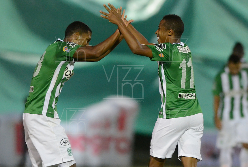 MEDELLÍN -COLOMBIA-01-06-2016. Andres Ibarguen (Der) de Atlético Nacional celebra después de anotar un gol a Rionegro Águilas durante partido de ida por los cuartos de final de la Liga Águila I 2016 jugado en el estadio Alberto Grisales de la ciudad de Rionegro./ Andres Ibarguen (R) of Atletico Nacional celebrates after scoring a goal to Rionegro Aguilas during the second leg match for the final quaters of the Aguila League I 2016 played at Alberto Grisales stadium in Rionegro city. Photo: VizzorImage/ León Monsalve /Str