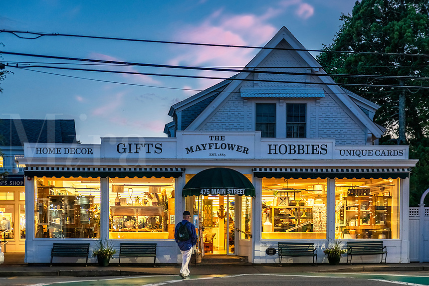 The Mayflower Gift Shop, Chatham, Cape Cod, Massachusetts, USA.