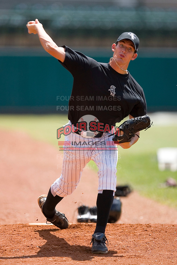 Steven Upchurch #25 of the Bristol Sox throws a bullpen session at DeVault Memorial Stadium June 26, 2009 in Bristol, Virginia. (Photo by Brian Westerholt / Four Seam Images)