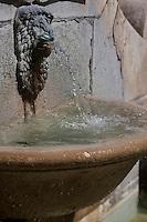 Europe/Europe/France/Midi-Pyrénées/46/Lot/Cahors: vieille fontaine, rue de la Barre