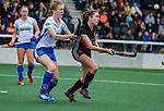 AMSTELVEEN -  Filiz Tuzgol (A'dam) met Marte Eddes (Kampong)  ,  finale Kampong MB1-Amsterdam MB1. AMSTERDAM MB1 wint de titel Meisjes B. finales A en B jeugd  Nederlands Kampioenschap.  COPYRIGHT KOEN SUYK