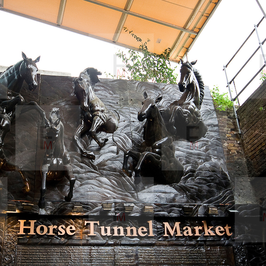 The Stables Market, or Horse Tunnel Market, is the largest section of Camden Market. Is built in the former Midland Railway stables and horse hospital which served the horses pulling barges along the canal, many of the stalls and shops are set into huge arches in railway viaducts. It is a mixture of indoor and outdoor shops some of the goods are second-hand or twentieth-century antiques. Another focus is on clothing and art pieces for alternative sub-cultures such as goths and cybergoths.