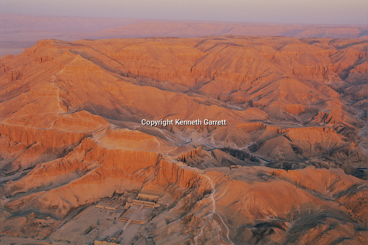 Valley of the Kings; Deir el Bahri; Aerial; scenic,Tutankhamun and the Golden Age of the Pharaohs, Page 118-119