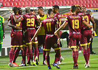 IBAGUE - COLOMBIA, 26-08-2019: Jugadores del Tolima celebran después de anotar el primer gol durante partido entre Deportes Tolima y Jaguares de Córdoba por la fecha 8 de la Liga Águila II 2019 jugado en el estadio Manuel Murillo Toro de la ciudad de Ibagué. / Players of Tolima celebrate after scoring the first goal during match between Deportes Tolima and Jaguares de Cordoba for the date 8 as part of Aguila League II 2019 played at Manuel Murillo Toro stadium in Ibague. Photo: VizzorImage / Juan Carlos Escobar / Cont