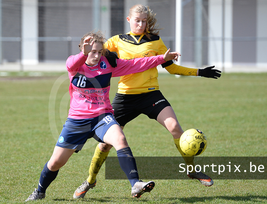 20160328 - Zwevezele , BELGIUM : duel pictured between Turnhout's Lara Lenaerts (left) and Zwevezele's Nele Debyser (right)  during the soccer match between the women teams of Voorwaarts Zwevezele and FC Turnhout  , on the 20th matchday of the Belgian Third division for Women on Saturday 28 th March 2016 in Zwevezele .  PHOTO SPORTPIX.BE DAVID CATRY