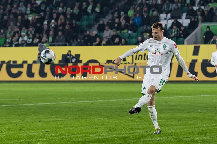 01.12.2019, Volkswagen Arena, Wolfsburg, GER, 1.FBL, VfL Wolfsburg vs SV Werder Bremen<br /><br />DFL REGULATIONS PROHIBIT ANY USE OF PHOTOGRAPHS AS IMAGE SEQUENCES AND/OR QUASI-VIDEO.<br /><br />im Bild / picture shows<br />Christian Groß / Gross (Werder Bremen #36), <br /><br />Foto © nordphoto / Ewert