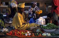 Afrique/Afrique de l'Ouest/Sénégal/Dakar : Marchande d'épices au marché de Soumbedioune