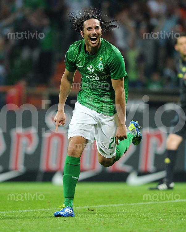 FUSSBALL   1. BUNDESLIGA   SAISON 2011/2012    5. SPIELTAG SV Werder Bremen - Hamburger SV                         10.09.2011 Claudio PIZARRO (Bremen) jubelt nach dem 2:0